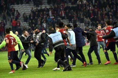 Hubo Diez detenidos por la invasión en el partido del Lille de Junior Alonso