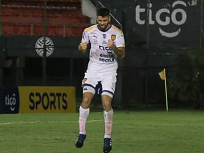Nicolás Orsini, delantero de Luqueño