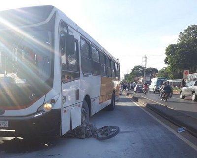 Bus casi causa una tragedia