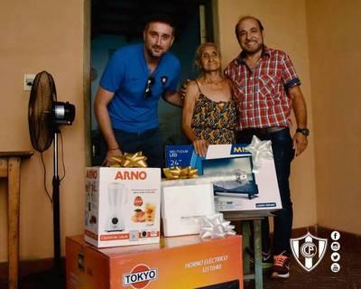 Directiva de Cerro repuso electrodomésticos robados a la 'abuelita del Ciclón'
