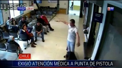 Hombre exige atención médica a punta de arma de fuego