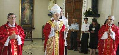 "Iglesia advierte sobre un sacerdote ""mau"""