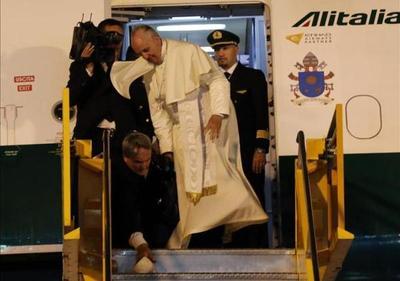 Francisco: 6 vueltas al mundo y 880 santos