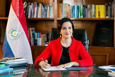 Ministra de Hacienda admite que no se pudo evitar la suba de gastos salariales