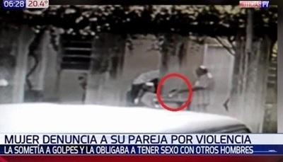 Mujer denuncia a su pareja por golpearla y someterla