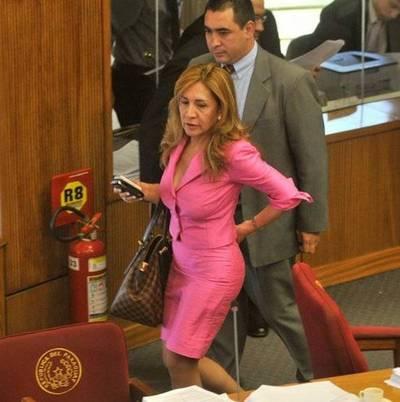 """Critican actuación de la senadora antigay: """"No representa el liberalismo"""""""