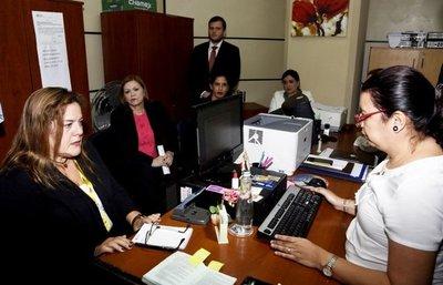 Fiscalía y defensa buscan amedrentar a la prensa con citación a periodista