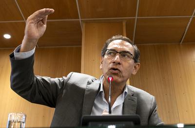 Congreso del Perú acepta la renuncia de Kuczynski y asume el vice Martín Vizcarra