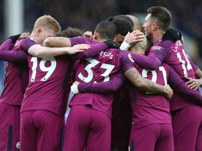El City superó al Everton y podría levantar la copa ante su acérrimo rival