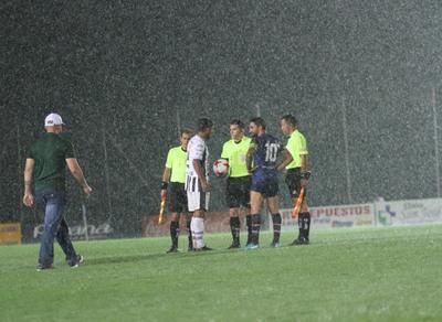La lluvia aguó un buen partido en Santaní