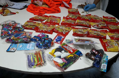 Frustran envío de cocaína camuflados en paquetes de caramelos