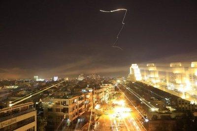 Siria asegura que hace frente a un ataque de EEUU, Francia y Reino Unido