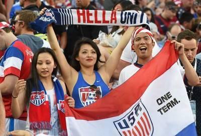 No están en el Mundial, pero siguen al local