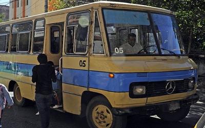 Imputan a chofer de transporte escolar por presunto abuso de niños