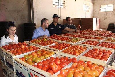 Decomisan toneladas de tomate de contrabando