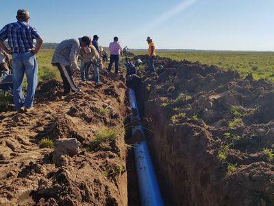 Avanza instalación de sistema de agua en San José de los Arroyos