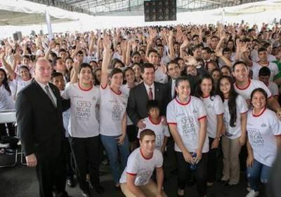Buen manejo de la Itaipú: 4 mil becas, nuevo barrio, escuelas, más seguridad