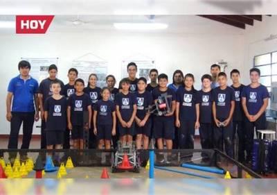 Cambian los juguetes por los robots y van al mundial: niños genios representan al país