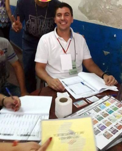 En histórica jornada, Santi Peña trabaja como miembro de mesa