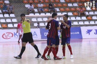 Cerro golea en su debut