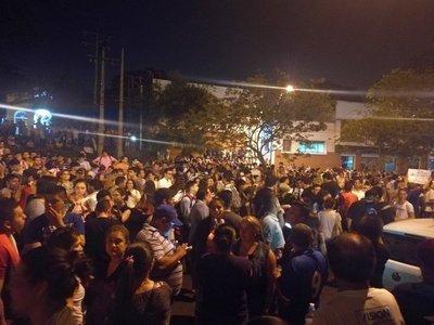 Continúa vigilia de manifestantes frente al TSJE