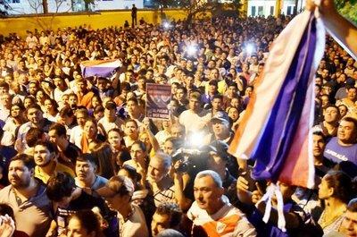 Manifestantes de la Alianza Ganar se declaran en vigilia frente al TSJE