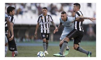 Gremio cae con Botafogo antes su duelo con Cerro