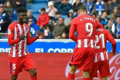 Gameiro rescata tres puntos para Atlético