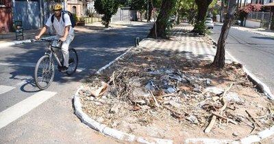 Paseos destruidos se usan para tirar basura, estacionar o venta informal