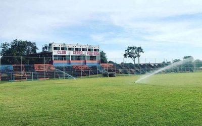 Reparan sistema de riego de campo de juego en Cerro de Franco