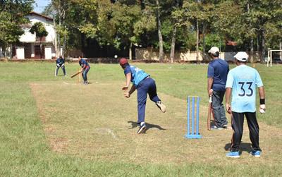 Trabajadores residentes bangladesíes celebraron con partidos de críquet