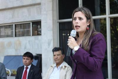 """Kattya González: """"Si no nos unimos los pequeños, nos van a devorar"""""""