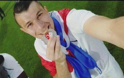 Brian festejó el título de su club con otro gol