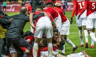 El Lyon y el Mónaco se aferran a los puestos de Champions