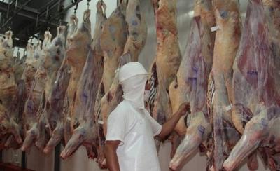 HOY / ¿Por qué ARP calla ante el  gran contrabando de carne?:  Titular del gremio en la mira