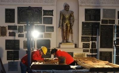 HOY / Sacarán los restos del Panteón de los Héroes