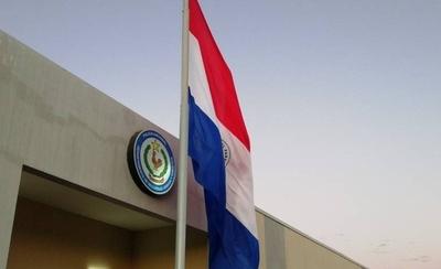 HOY / Fiestas patrias: Policía iza la bandera en todo el país