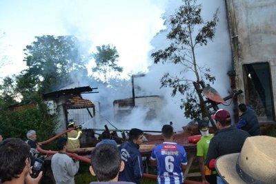 Gran incendio en una carpintería de Yasy Cañy