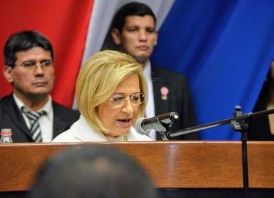 Alicia Puchata juró como vice y quedó a un paso de ser la primera mujer presidenta del Paraguay