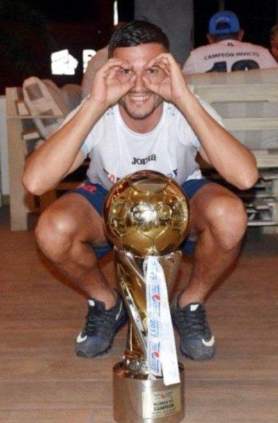 Gustavo Guerreño es campeón y goleador con el Alianza FC