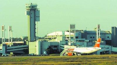 Aeropuerto: Ex diputado arrendaría  estacionamiento