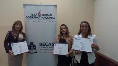 Becados a Colombia reciben títulos de Especialistas en Pedagogía