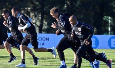 Uruguay inicia entrenamientos a la espera de Suárez, Cavani y Godín