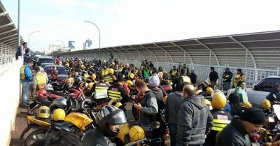 Mototaxistas cerraron Puente de la Amistad por 20 minutos