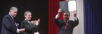 Horacio Cartes fue proclamado como senador