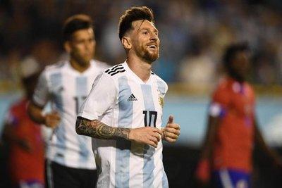 Triplete de Messi en despedida argentina