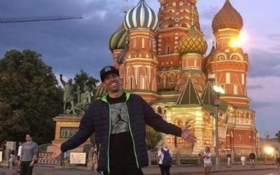 El Cantante Edgar Camarasa Así Disfruta En Rusia