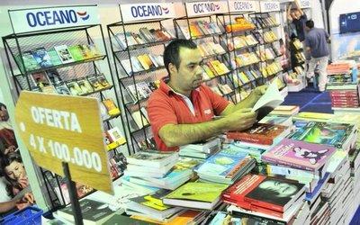 Feria del libro sigue hoy con más  novedades y encuentros