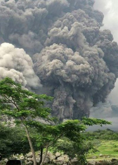 Volcán de Fuego en Guatemala registra erupción