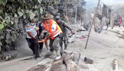 Elevan a 62 los muertos por explosión de volcán en Guatemala